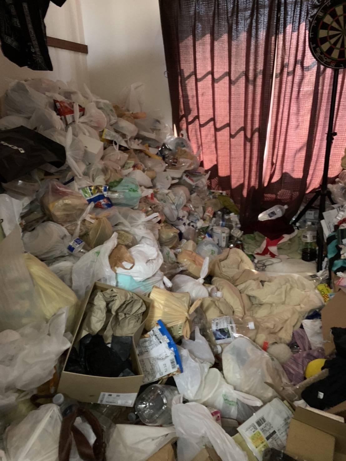 ワンルーム+ロフト。ゴミ屋敷状態から一括回収の例